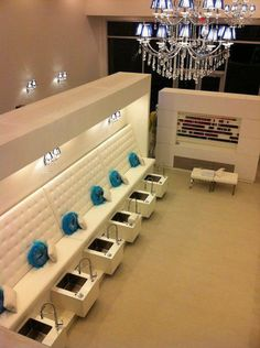 Which Heated Foot Spas is the Best? Nail Salon Design, Nail Salon Decor, Beauty Salon Decor, Beauty Salon Design, Beauty Salon Interior, Salon Interior Design, Hair And Beauty Salon, Pedicure Spa, Nail Spa