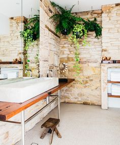 The bathroom in the original part of the house is large. The benchtop, made of recycled timber, was built by Alastair and the custom-made concrete sink was designed by Holly. Hanging pots and greenery create a resort-like feel. Country Style Bathrooms, Modern Country Style, Large Indoor Plants, Leafy Plants, Bathroom Plants, Bathroom Ideas, Stone Bathroom, Bathroom Hacks, Bathroom Designs