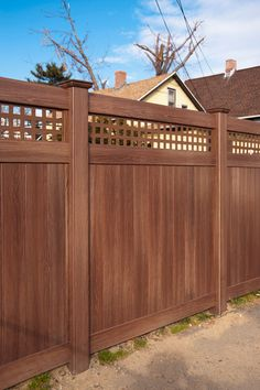 Are you looking for a wood grain vinyl fence that looks great in the off-season? - Illusions Vinyl FenceIllusions Vinyl Fence