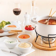 Our 10 best Fondue Sauces Sauce Fondue Chinoise, Sauce Pour Fondue, Crepes, Sauce Recipes, Cooking Recipes, Pesto, Confort Food, Fondue Party, Salsa Picante