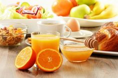 breakfast including coffee bread honey orange juice muesli and fruits Healthy Food Habits, Healthy Snacks, Bagels, Protein Rich Snacks, Coffee Bread, Healthy Indian Recipes, Eat Slowly, Mousse, Eating At Night