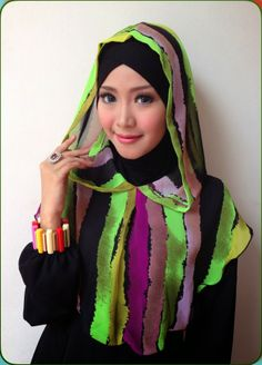 D'style Hijab Hadir dengan hijab instant fashion style warna-warni,inner cross menempel berbentuk hoddie.  CODE: Instan Hodie Rainbow Inner Cross attached Material : Inner : Spandex Rayon + Chiffon Type : Instan , Inner cross attached Colour: No.10 Retail Price : IDR 85.000 Order SMS 0823 1872 8888 PIN 2A26B0A1 KOLEKSI LENGKAP:  - http://pusatjilbabinstant.blogspot.com/  - https://www.facebook.com/pages/Pusat-Busana-Muslim-Modern-from-Dstyle-Group/519033388138429 Happy Shopping Thank You ^_^