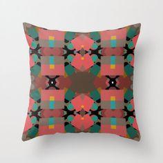 Specchio pazzo geometrica gettarmi cuscino di PencilMeInStationery, $29.00