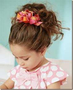 http://cortes-de-cabello.blogspot.com/2012/09/peinados-divertidos-para-ninas-2012.html
