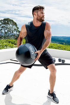 Many celebrities have been known to pioneer hairstyles that catch on. the latest celebrity hairstyles are a useful source of inspiration because celebrities are usually on the cutting-edge of what's new and trendy- it's Chris Hemsworth Thor, Chris Hemsworth Training, Chris Hemsworth Workout, Hollywood Stars, Hollywood Actor, Kelly Slater, Dwayne The Rock, Australian Actors, Fitness Goals
