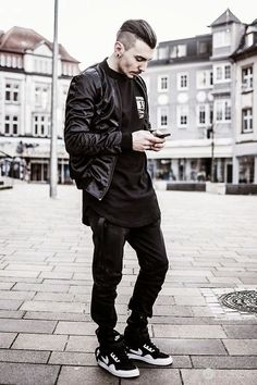 現正流行的「全身黑」怎麼搭配?變身酷帥男生就這樣穿! - JUKSY 線上流行生活雜誌
