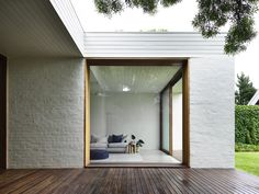 Brighton House by Rob Kennon Architects - Project Feature - Melbourne, Australia - The Local Project Architecture Extension, Revit Architecture, Australian Architecture, Contemporary Architecture, Contemporary Design, Sas Entree, White Brick Houses, Modern Brick House, Brighton Houses