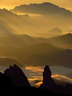 A foto mostra a Serra dos Órgãos, em Petrópolis (RJ). 'O montanhismo é a minha paixão. Aos fins de semana, sempre espero por dois momentos do dia: o amanhecer e o poente. O visual é maravilhoso', diz Marcelo Brasil Guimarães, que usou uma Canon SX 30.