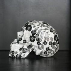 Fleurs Noires by NooN - artandtoys.com