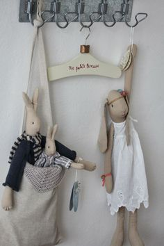 "craftstuff: ""(via Pin by Mar Montero on Muñecas Tilda Pet Toys, Doll Toys, Kids Toys, Dolls, Maileg Bunny, Boutique Deco, Fabric Animals, Rabbit Toys, Sewing Toys"