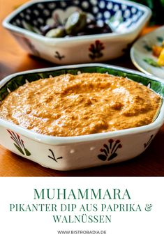 Muhammara muss sich als Dip nicht hinter Hummus und Baba Ghanoush verstecken. As a dip, Muhammara doesn't have to hide behind Hummus and Baba Ghanoush. The recipe for this creamy delicacy Dip Recipes, Dinner Recipes, Cooking Recipes, Healthy Recipes, Chutneys, Tartiflette Recipe, Crispy Cheddar Chicken, Vegetable Drinks, Healthy Eating Tips