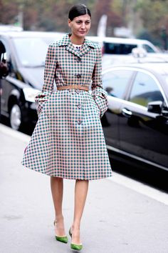 Giovanna Battaglia :: The L'Uomo Vogue editor is a Street Style photographer's dream - always effortlessly chic with plenty of Italian glamour. This Prada belted coat - worn during Paris Fashion Week - is the perfect example.