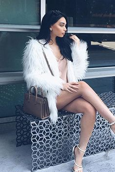 Show off your cutting edge style in faux fur coat luxury. You can wear this versatile style with all items in your wardrobe from casual to night time glam. Fur Coat Outfit, Coat Dress, Classy Outfits, Casual Outfits, Cute Outfits, Glamour, White Faux Fur Coat, Faux Fur Coats, White Fur Jacket