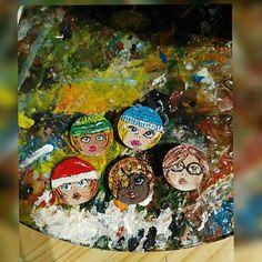 #TipeTappe_SugherGirls in attesa di nome..   volte aiutarmi?.. http://ift.tt/2fgGXAd  per suggerire il vostro nome preferito!!  #barbarasanti #ideeregalo #mywork #myjob #musthave #maipiusenza #fantasy #Natale #capellicolorati #hat #dolls #necklaces #ooak #pezzounico #mammeitaliane #cool #funny #nice #lovely #firstpostoftheday