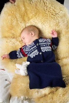 Tema Modell 10 Marius kjørepose i smart Knitting For Kids, Baby Knitting, Knitting Ideas, Fondant Baby, Nordic Style, Bean Bag Chair, Knitwear, Childhood, Crafty