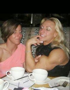 Donne con i muscoli: Senti che muscolo