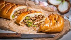 Slaný štrúdl s masem: Rychlá večeře i vydatná svačina na cesty Spanakopita, Ethnic Recipes, Food, Essen, Meals, Yemek, Eten