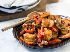 Spicy Sizzling Shrimp | http://paleofoodiekitchen.com/2015/04/spicy-sizzling-shrimp/ Stir Fry Recipes, Spicy Recipes, Seafood Recipes, Low Carb Recipes, Chili Paste Recipe, Spicy Shrimp, Jerk Shrimp, Homemade Chili, Whole 30 Recipes