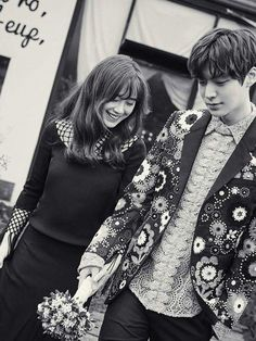Soon-to-wed actress Gu Hye-sun and actor Ahn Jae-hyun released their wedding photos taken on Korea's offshore vacation spot Jejudo Island on Friday via Marie Claire magazine's official website. New Actors, Actors & Actresses, Asian Actors, Korean Actors, Korean Dramas, Gu Hye Sun, Hye Sung, Ahn Jae Hyun And Goo Hye Sun, Kdrama