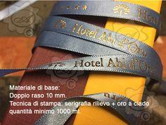 Nastro in doppioraso personalizzato, stampa in serigrafia a rilievo + laminatura in oro a caldo