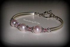 Rosa pulsera de perlas: Perla pulsera por beadedjewelryforyou                                                                                                                                                     Más