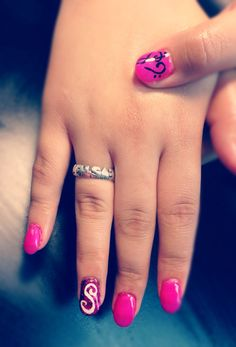 Treble heart pink nails