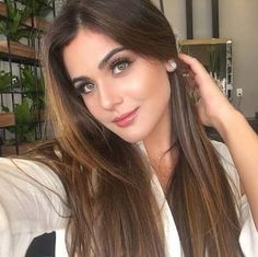 Most Beautiful Faces, Beautiful Long Hair, Beautiful Eyes, Gorgeous Women, Claudia Lopez, Fancy Dress Design, Pretty Eyes, Face And Body, Brunettes