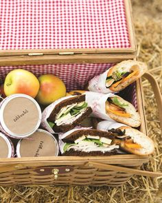 Tips for a Fall Picnic: Forgo the plastic stuff, and bring disposable bamboo flatware. Instead of plates, pack salad in individual jars with lids to prevent spills and wrapped sandwiches in parchment paper. Picnic Menu, Fall Picnic, Picnic Lunches, Picnic Time, Picnic Foods, Summer Picnic, Picnic Ideas, Box Lunches, Backyard Picnic