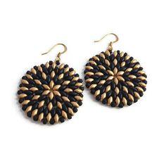 Bekijk dit items in mijn Etsy shop https://www.etsy.com/nl/listing/557962729/earrings-gold-black-beaded-handmade