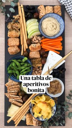 Cold Appetizers, Cheese Appetizers, Appetizers For Party, Christmas Snacks, Christmas Appetizers, Salty Snacks, Vegan Snacks, Charcuterie Platter, Snacks Saludables
