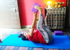 How To Use Yoga Blocks For Back Pain, Anxiety And Improved Posture - yogarsutra Kundalini Yoga, Ashtanga Yoga, Vinyasa Yoga, Yoga For Osteoporosis, Yoga For Flat Tummy, Fish Pose, Yoga For Back Pain, International Yoga Day, Yoga Props