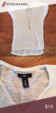 Gap Knit White Tunic Super comfy GAP white knit short sleeve long shirt. Size M. Perfect with leggings! Worn once. In great condition! Feel free to ask me any questions 😊 GAP Tops Tunics