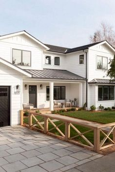 Do you love Farmhouse Exterior Design? Do you want to change the look of your home to become a Modern Farmhouse Exterior? Home exterior is the first thing that will be seen by others, so make your home's exterior become… Continue Reading → Modern Farmhouse Exterior, Farmhouse Front, White Farmhouse, Modern Farmhouse Style, Casas California, Front Yard Decor, Front Yard Fence Ideas Curb Appeal, Front Yard Patio, Porch