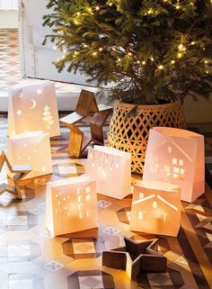Happy holidays from One Kindesign, as we bring you inside the homes of this season's most festive and inspiring Christmas decor ideas. Magical Christmas, Christmas Time, Merry Christmas, Xmas, Deco Table Noel, Navidad Diy, Christmas Decorations, Table Decorations, Joy To The World