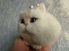 Cat needle felting purse with frame/needle felt baby cat /blue eyes cat// pink purse