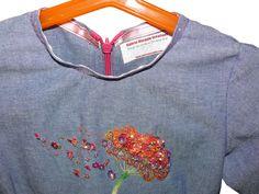Détail robe pour petite fille avec fleur broderie d'art sur le devant. https://www.alittlemarket.com/mode-filles/fr_robe_jupon_avec_fleur_broderie_perlee_de_luneville_sur_le_devant_-19445373.html