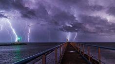 Tempestade de raios no Porto e Farol de Port-la-Nouvelle, França