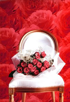 red roses wall paper - http://www.davieswallpapers.com/designer-wallpaper/index.php?main_page=product_info&products_id=36371