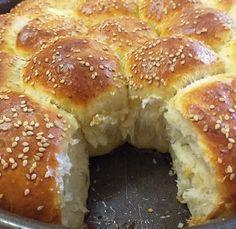 Συνταγή για ψωμάκια γεμιστά με φέτα μαλακά σαν βαμβάκι Kitchen Hacks, Bagel, Doughnut, Feta, Muffin, Food And Drink, Bread, Baking, Breakfast