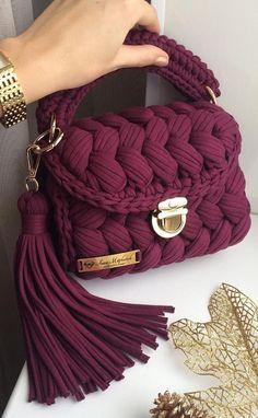 Free Crochet Bag Crochet Purses Knit Crochet Diy Canvas Diy Accessories Chanel Boy Bag Crochet Projects Purses And Bags Knitting Patterns Free Crochet Bag, Crochet Bags, Knit Crochet, Crochet Stitches, Crochet Handbags, Crochet Purses, Sacs Design, Bag Pattern Free, Bag Tutorials