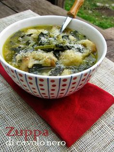 Tea and Chocolate: Black cabbage soup - .- Tee und Schokolade: Schwarzkohlsuppe – – Tea and Chocolate: Black Cabbage Soup – – - Chowder Recipes, Soup Recipes, Vegetarian Recipes, Healthy Recipes, Italian Soup, Italian Recipes, Cavolo Nero Recipe, Zuppa Toscana Suppe, Beef Tagine