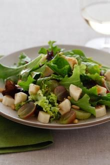 A tangy blend of baby greens and balsamic vinaigrette dressing combine with sweet grapes, Chiquita Bananas and crunchy roasted sunflower seeds for a delicious salad experience.