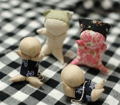 """a tutorial to make these little """"Sarubobo"""" dolls. - we saw these all over takayama and shiragawako. so neat to see a pattern for them!"""