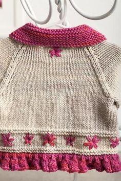 Embroidered Daisy Cardigan - Knitting Patterns and Crochet Patterns from… Knitting For Kids, Baby Knitting Patterns, Crochet For Kids, Baby Patterns, Free Knitting, Crochet Patterns, Baby Pullover, Baby Cardigan, Crochet Baby Jacket