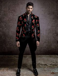 Sidharth Malhotra for Elle Man from Elle India November 2017 Issue Wedding Dresses Men Indian, Wedding Dress Men, Wedding Men, Wedding Suits, India Fashion Men, Indian Men Fashion, Mens Fashion Suits, Mens Indian Wear, Indian Groom Wear