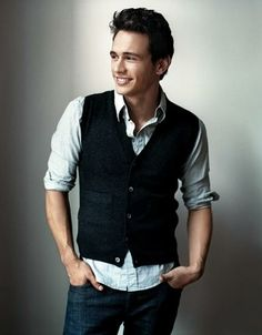 James Franco with a blue waistcoat and a casual look! Do not close the last button!