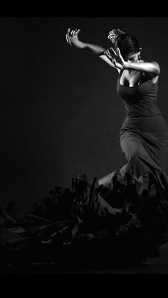 Flamenco #dancer #dancing #blackandwhite #dress