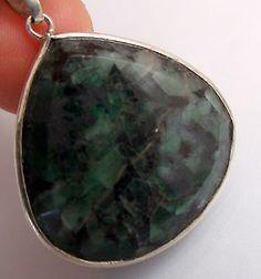 Emerald-Pendant-set-in-Fine-Silver