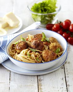 Chilli, thyme and basil add delicious flavour to this chicken mince spaghetti. Champion Chicken, Chicken Meatballs, Time To Eat, Quick Easy Meals, I Foods, Family Meals, Diet Recipes, Food To Make, Spaghetti