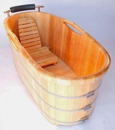 HOME & GARDEN: Pourquoi pas ? Une baignoire en bois